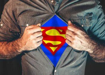 Quelle: https://p1.pxfuel.com/preview/41/501/255/superhero-shirt-tearing-superman.jpg