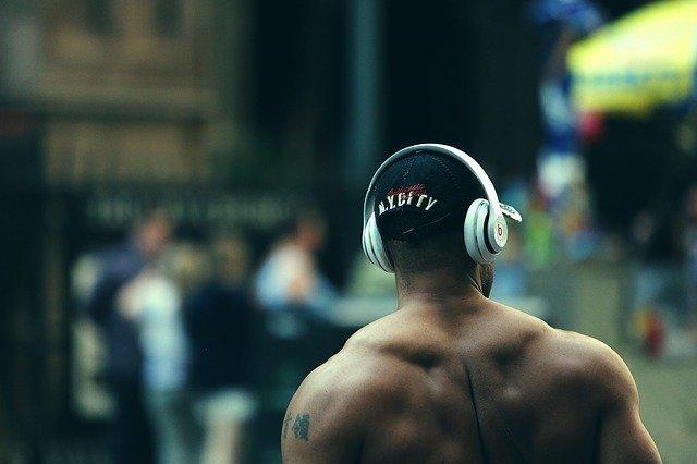 bodybuilder-925770_640 via pixabay StockSnap